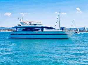 Million dollar Luxury 90ft yacht in Gold Coast - Accommodation Melbourne
